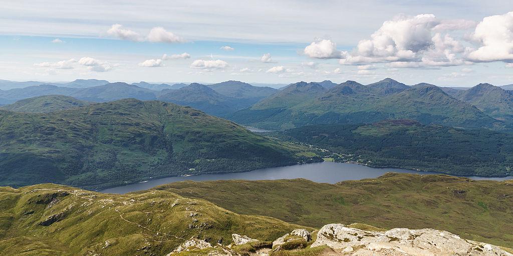 Loch_Lomond,_looking_west_from_Ben_Lomond_summit